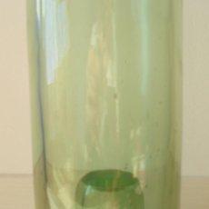 Botellas antiguas: BOTELLA DE VIDRIO VERDE 1L, PARA SERVIR AGUA. Lote 61534992