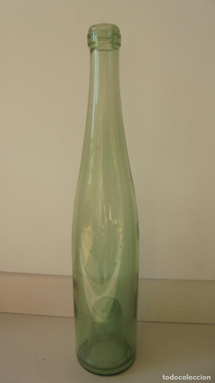 Botellas antiguas: botella de vidrio verde 1l, para servir agua - Foto 3 - 61534992