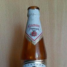 Botellas antiguas: BOTELLA CERVEZA UN TERCIO CALATRAVA ETIQUETA DE PAPEL. Lote 61548876