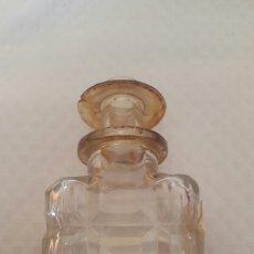 Botellas antiguas: BOTELLA DE WHISKY CON SELLO IMPUESTO SOBRE BEBIDAS ALCOHÓLICAS.. Lote 62131814