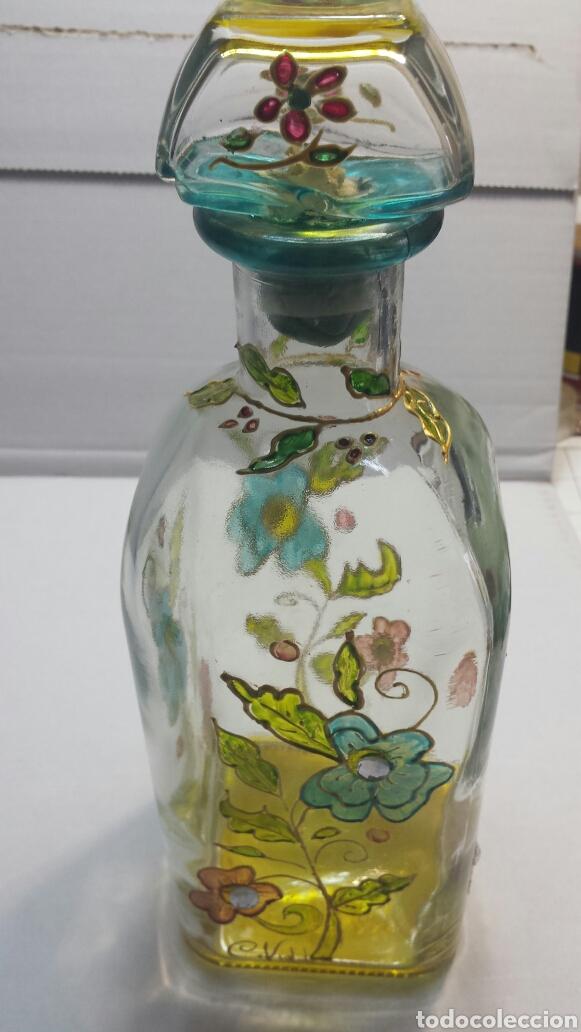 BOTELLA ARTÍSTICA ANTIGUA Y RARA DECORADA A MANO CON ADORNOS SOBREPUESTOS Y FIRMADA (Coleccionismo - Botellas y Bebidas - Botellas Antiguas)