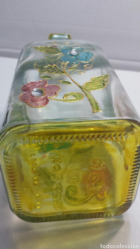 Botellas antiguas: Botella artística Antigua y rara decorada a mano con adornos sobrepuestos y firmada - Foto 2 - 63464950