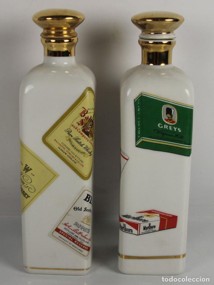 PAREJA DE LICORERAS CON PUBLICIDAD DE TABACOS Y LICORES. EN PORCELANA POLICROMADA. MED S. XX. (Coleccionismo - Botellas y Bebidas - Botellas Antiguas)