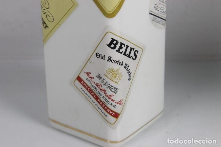 Botellas antiguas: PAREJA DE LICORERAS CON PUBLICIDAD DE TABACOS Y LICORES. EN PORCELANA POLICROMADA. MED S. XX. - Foto 8 - 44449314