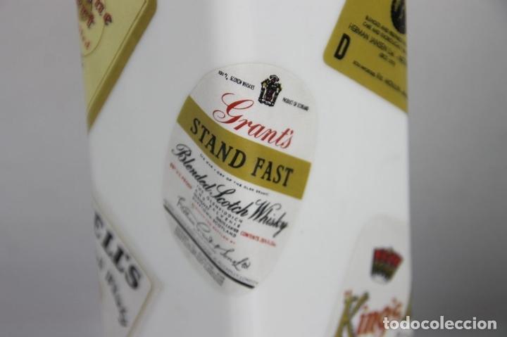 Botellas antiguas: PAREJA DE LICORERAS CON PUBLICIDAD DE TABACOS Y LICORES. EN PORCELANA POLICROMADA. MED S. XX. - Foto 10 - 44449314