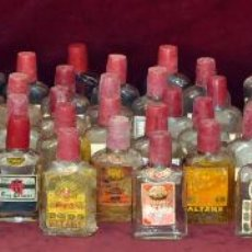 Botellas antiguas: LOTE DE 82 PETACAS VACIAS DE ALTAMS (DESTILERIAS ALTIMIRA) BARCELONA. AÑOS 60. Lote 64577439