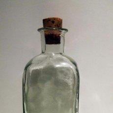 Botellas antiguas: BOTELLA VIDRIO FORMA CUADRADA. Lote 67332837
