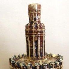 Botellas antiguas: ANTIGUA BOTELLA DE ANIS EN CERAMICA ESMALTADA TORRE DEL ORO - VENEGAS PORRAS - CAZALLA. Lote 67657881