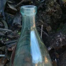 Botellas antiguas: ANTIGUA BOTELLA AGUA DE SOLARES GRANDE LETRAS EN RELIEVE 1 LITRO. Lote 71741983