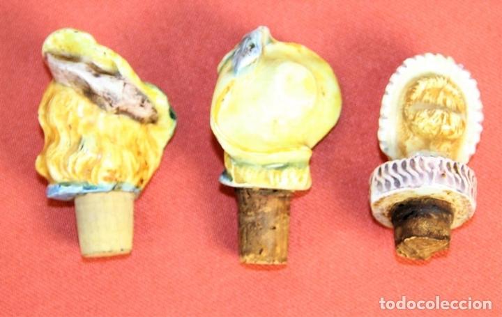 Botellas antiguas: LOTE DE 3 TAPONES. CERAMICA. POLICROMADA. ESMALTADA. EUROPA. SIGLO XIX. - Foto 2 - 74061303