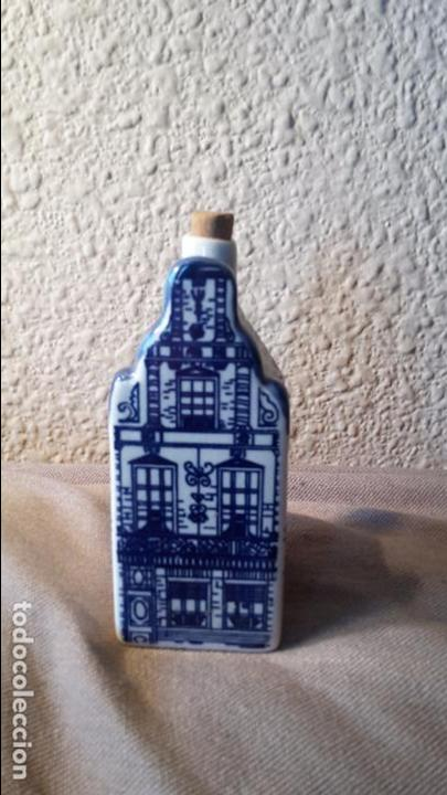 CASITA BOTELLA EN CERÁMICA DE DELFTS (Coleccionismo - Botellas y Bebidas - Botellas Antiguas)