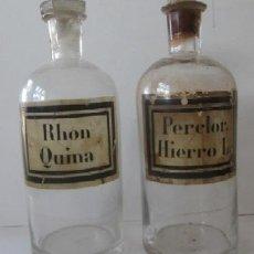 Botellas antiguas: DOS ANTIGUOS FRASCOS DE FARMACIA - RHON QUINA Y PERCLOR HIERRO L . Lote 80577554
