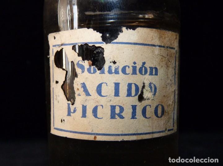Botellas antiguas: ANTIGUA BOTELLA FRASCO DE SOLUCIÓN ÁCIDO PICRICO CON CONTENIDO. AÑOS 20. FARMACIA. RARA - Foto 2 - 80641950