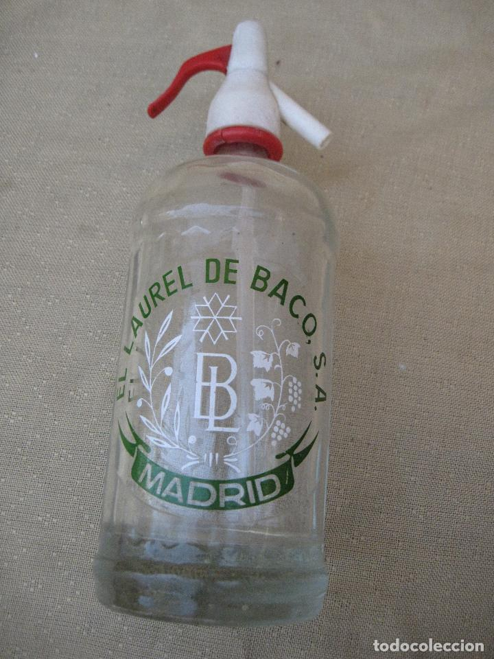 SIFON - BOTELLA EN CRISTAL SERIGRAFIADO MARCA : EL LAUREL DE BACO - MADRID. (Botellas y Bebidas - Botellas Antiguas)