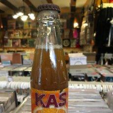 Botellas antiguas: ANTIGUA BOTELLA DE LAS NARANJA LLENA BOTELLÍN . Lote 83469384