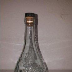 Botellas antiguas: BOTELLA CRISTAL TALLADO UVAS. Lote 85198068