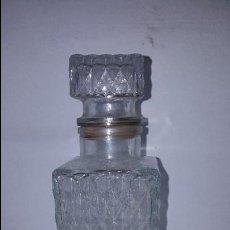 Botellas antiguas: BOTELLA CRISTAL TALLADO. Lote 85198724