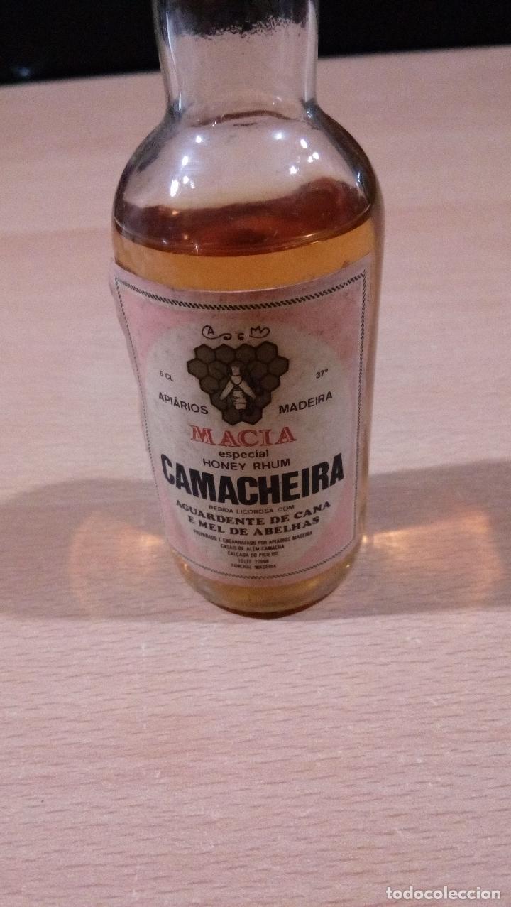 Botellas antiguas: raro botellin camacheira macia 90 liquido - buen estado - ver fotos - Foto 2 - 86622864