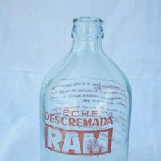 Botellas antiguas: BOTELLA DE - LECHE DESCREMADA RAM - LA LACTARIA ESPAÑOLA S.A. - 500 C.C.. Lote 87211772