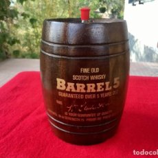 "Botellas antiguas: BARRIL TONEL 1970 MADERA""BARREL 5""OVER 5 YEARS FINEST SCOTCH WHISKY.TAPÓN CORCHO Y DISPENSADOR . Lote 88349456"