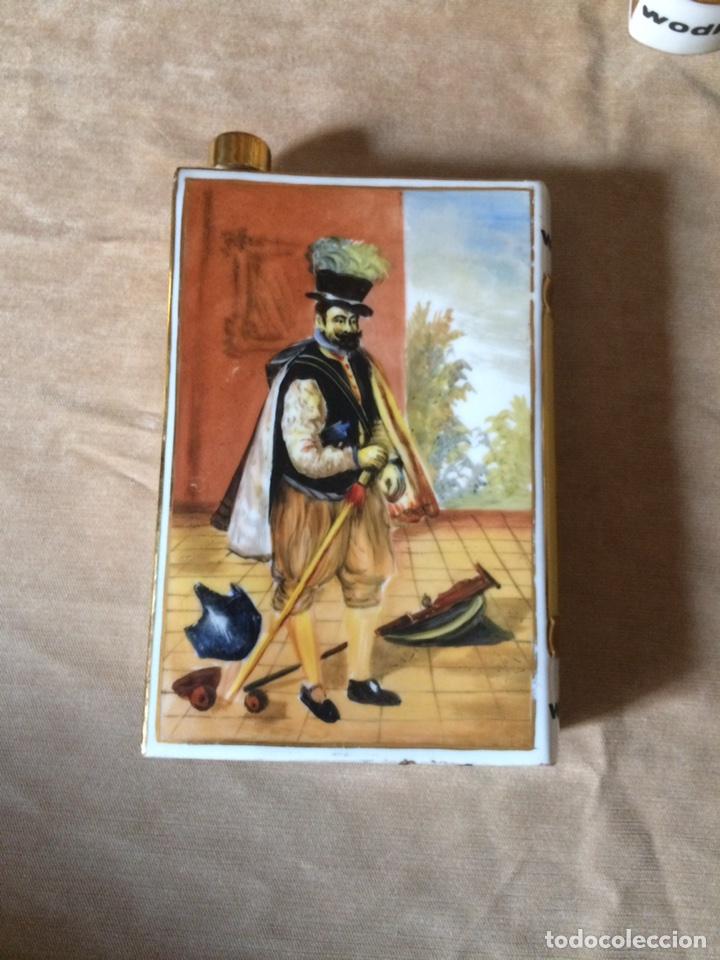 Botellas antiguas: CONJUNTO DE DOS ORIGINALES BOTELLAS DE LICOR CON FORMA DE LIBRO DE GRANDES AUTORES DE LA PINTURA ESP - Foto 4 - 88605171