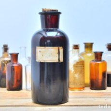 Botellas antiguas: ANTIGUA BOTELLA DE CRISTAL DE MEDICAMENTO - FRASCO BOTELLA DE FARMACIA AMBAR BOTELLON VIDRIO CORCHO. Lote 91299715