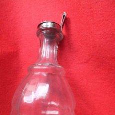 Botellas antiguas: BOTELLA CRISTAL PRENSADO TIPO JARRA CON TAPA BASCULANTE DE ACERO INOXIDABLE. Lote 95014559