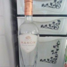 Botellas antiguas: BONITA BOTELLA VACIA VINO MANON. Lote 96227346