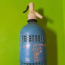 Botellas antiguas: SIFÓN CASTIZO EL GALLO ENREJADO EN AZUL MUY ANTIGUO DE ORIGEN MADRILEÑO. Lote 97093983
