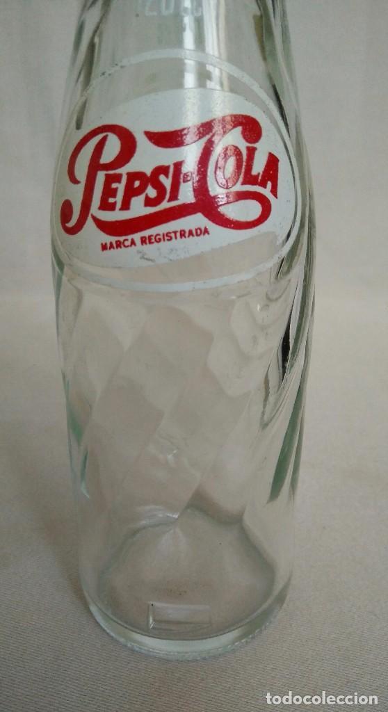 Botellas antiguas: BOTELLA MUY RARA DE PEPSI COLA, 120cc. - Foto 3 - 99646635