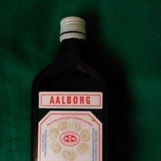 Botellas antiguas: BOTELLA DE AALBORG AKVAVIT (VACIA) - PRODUCTO DE DINAMARCA - 22 CENTIMETROS ALTA . Lote 100037611