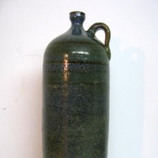 Botellas antiguas: 30 CM . BOTELLA CANECO GRES CERAMICA CON ESMALTE - FIRMADA. Lote 100340795