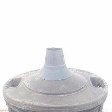 Botellas antiguas: ANTIGUA FUNDA DE BOTELLA GARRAFA DAMAJUANA. Lote 100356607