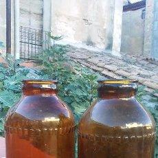 Botellas antiguas: ANTIGUA PAREJA DE BOTELLAS DE CRISTAL COLOR ÁMBAR. Lote 102791963
