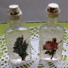 Botellas antiguas: 2 BOTELLITAS LABRADAS-VINTAGE-AÑOS 60-70. Lote 102841615