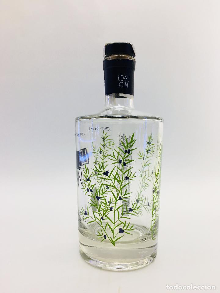 Botellas antiguas: BOTELLA VACIA DE GINEBRA LEVEL GIM 70 CL. - Foto 2 - 120001978