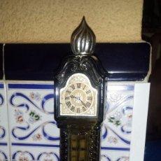 Botellas antiguas: ANTIGUA BOTELLA DE AVON, CON CONTENIDO. Lote 104618271