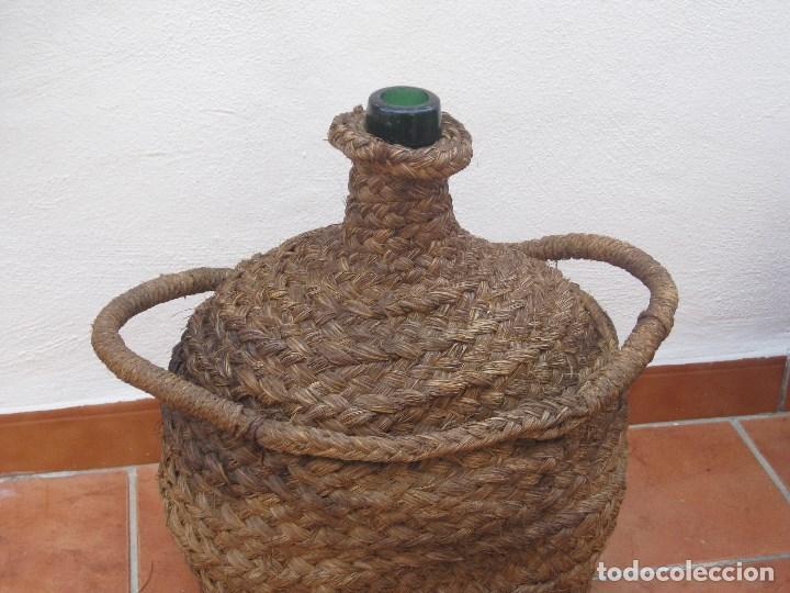 Botellas antiguas: Antigua garrafa damajuana,ovalada-forrada de esparto. - Foto 2 - 104958515