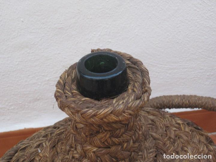 Botellas antiguas: Antigua garrafa damajuana,ovalada-forrada de esparto. - Foto 5 - 104958515