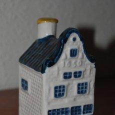 Botellas antiguas: BOTELLA DE LICOR EN FORMA DE CASA HOLANDESA - CASITA KLM Nº12 - BOTELLÍN - DELFT - AMSTERDAM. Lote 105705151