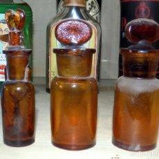 Botellas antiguas: ANTIGUO LOTE DE 3 BOTES DE FARMACIA. LAS DE LA FOTO. Lote 107882243