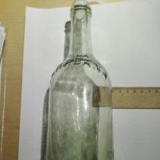Botellas antiguas: BOTELLA AGUA CARABAÑA CON RELIEVE. VACIA. Lote 109194347