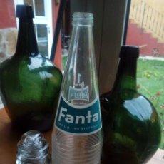 Botellas antiguas: ANTIGUA BOTELLA SERIGRAFIA FANTA PRODUCTO COCA COLA TAPON DE ROSCA AÑOS 60 70. Lote 146170786