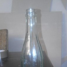 Botellas antiguas: ANTIGUA BOTELLA DE CRISTAL ESTRIADO VERDE DE REFRESCO DE 24 CM. Lote 112163991