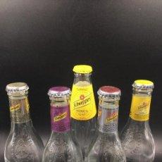 Botellas antiguas: COLECCIÓN DE 5 BOTELLAS DE TÓNICA SCHWEPPES (VACÍAS). Lote 114113175