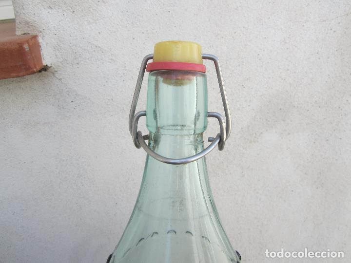 Botellas antiguas: botella de litro de espumosos bardavio , gaseosa el guadalope alcañiz 22-2-1958 - Foto 4 - 115825491