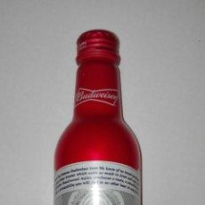 Botellas antiguas: BUDWEISER BOTELLA ALUMINIO, MONOBLOCK , ROJA. SIN ABRIR. Lote 117481187