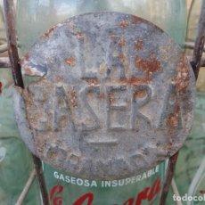 Botellas antiguas: 10 ANTIGUAS BOTELLAS Y CAJA DE GASEOSA LA CASERA GRANADA ACCITANA GUADIX Y EL ESCUDO DE BAZA. Lote 117970603