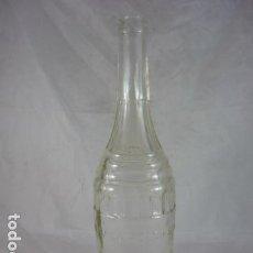 Botellas antiguas: BOTELLA AQUILA ROSSA - VILAFRANCA DEL PANADES - 31CM. Lote 121274427