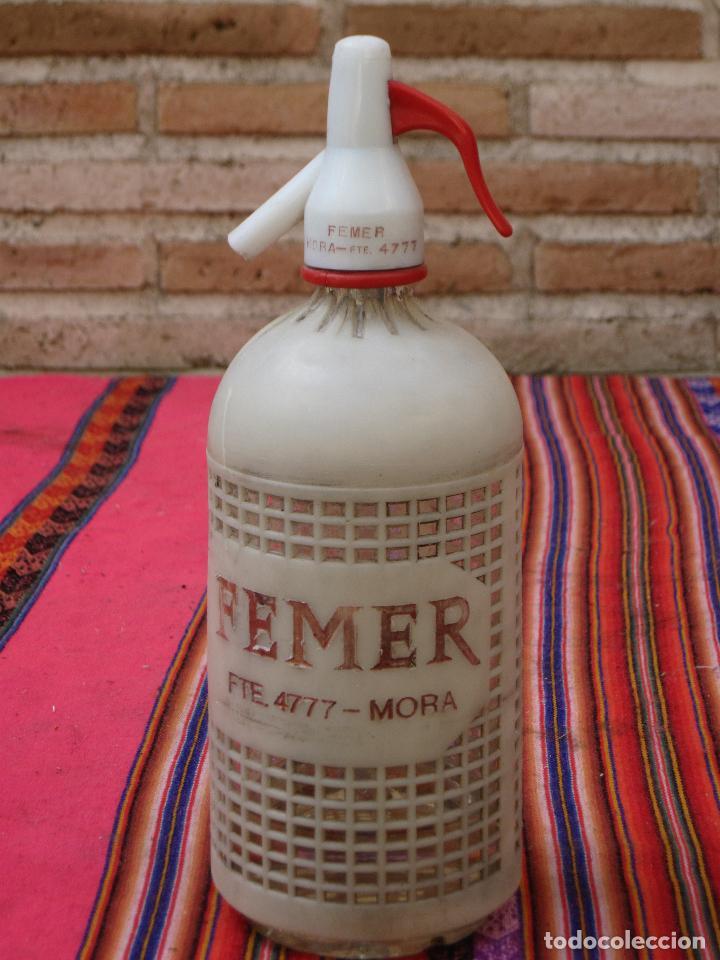 SIFON ANTIGUO MARCA FEMER - PROTECCION PLASTICA. MORA DE TOLEDO. (Coleccionismo - Botellas y Bebidas - Botellas Antiguas)